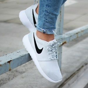 Shoes - Nike Pure Platinum Rosche!